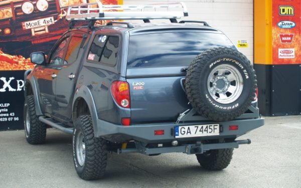 Mitsubishi L200 Tylny Zderzak