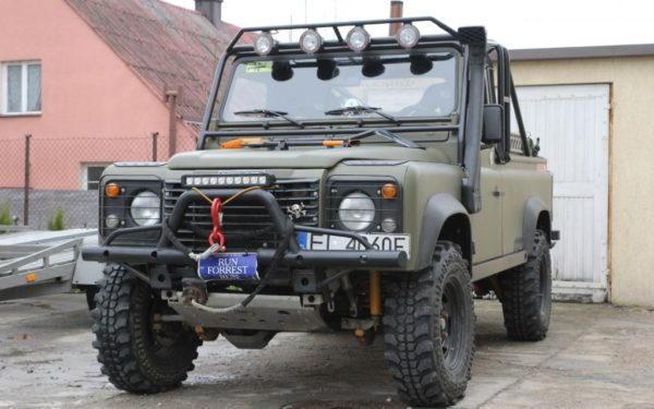 Land Rover Defender + Zewnętrzna Klatka Bezpieczeństwa