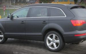 Audi Q7 W Czarnym Macie