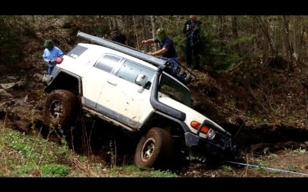 4x4 Off Road Recovering Toyota Fj Cruiser