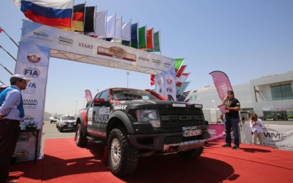 Raptor Załogi R Six Team Pływał Na Katarskiej Pustyni